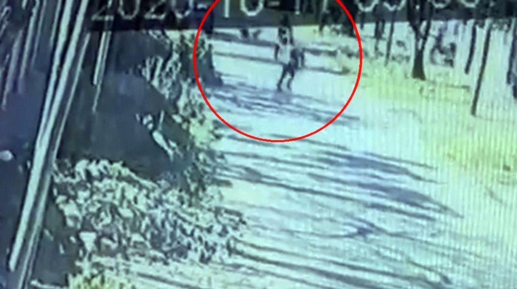 En Berazategui la víctima de un robo le arrebató el arma a al ladrón, lo corrió y lo mató