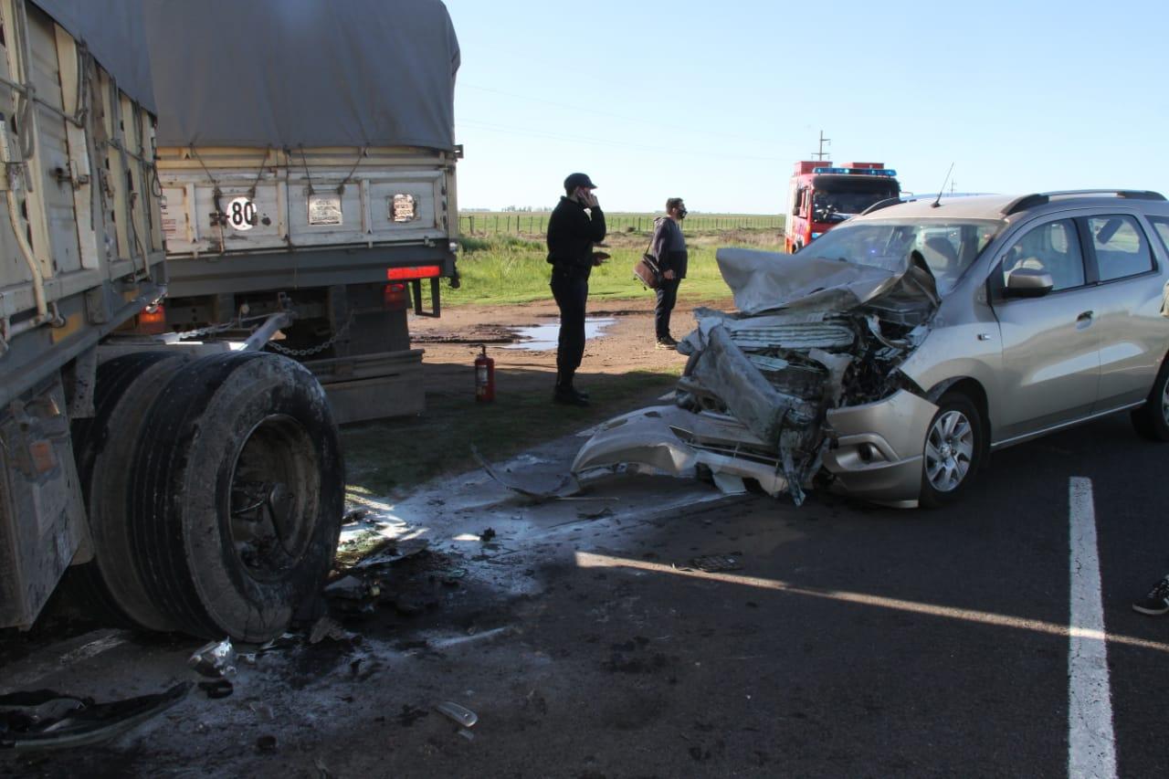 Grave accidente en Ruta 1: Una camioneta impactó contra el  acoplado de un camión