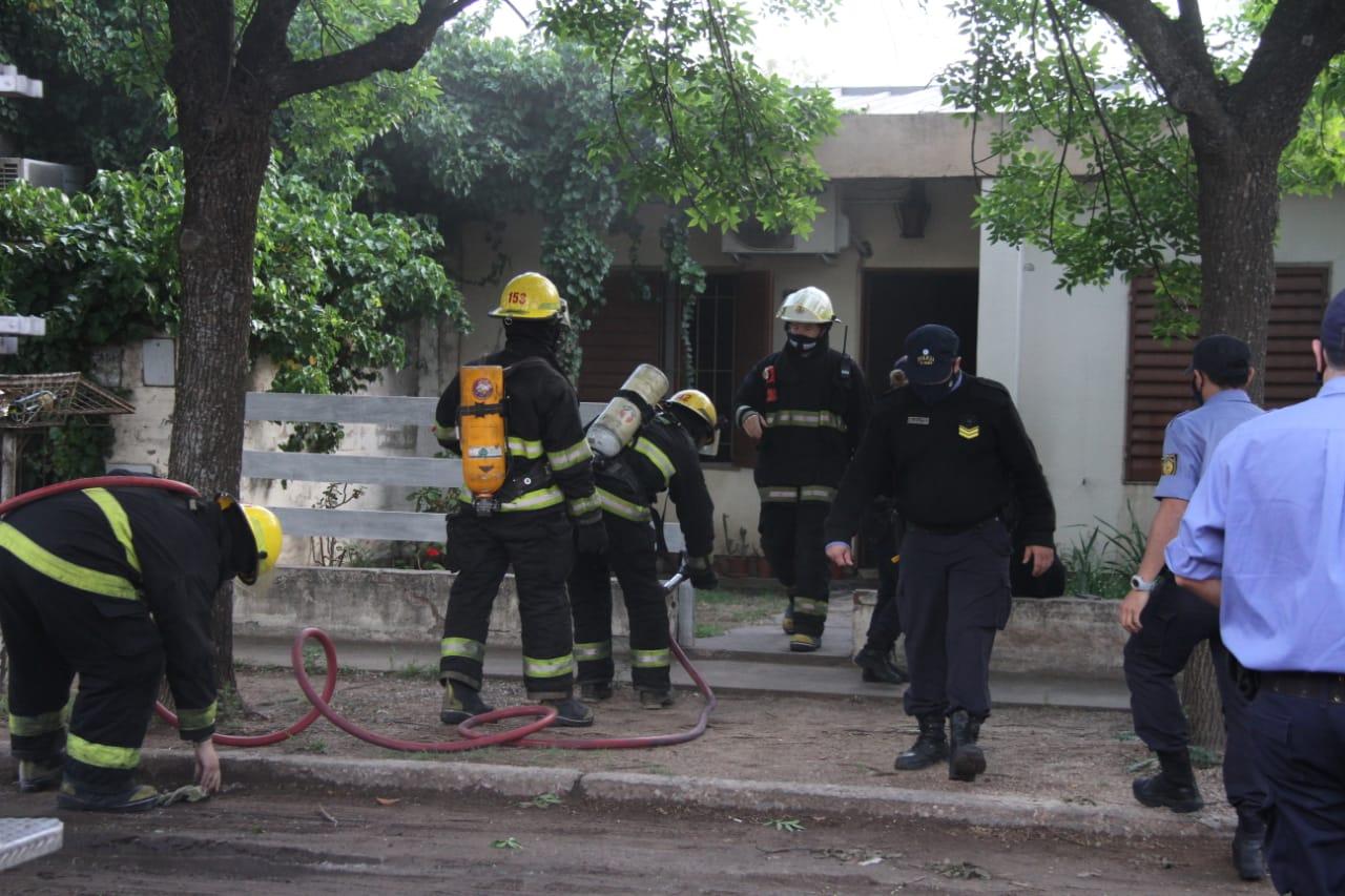 Bomberos trabajaron en un principio de incendio de una vivienda del barrio Frank Allan