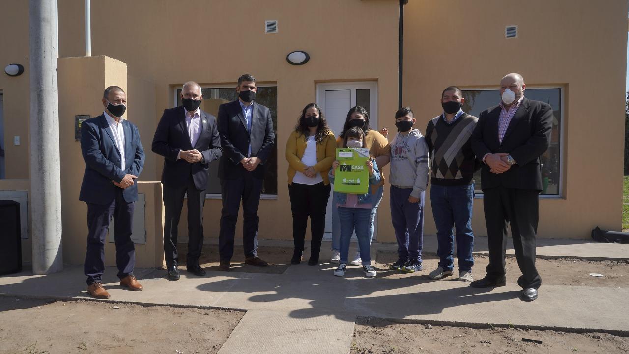 Colonia Santa Teresa festejó sus 99 años con la entrega de diez viviendas del Plan Mi Casa