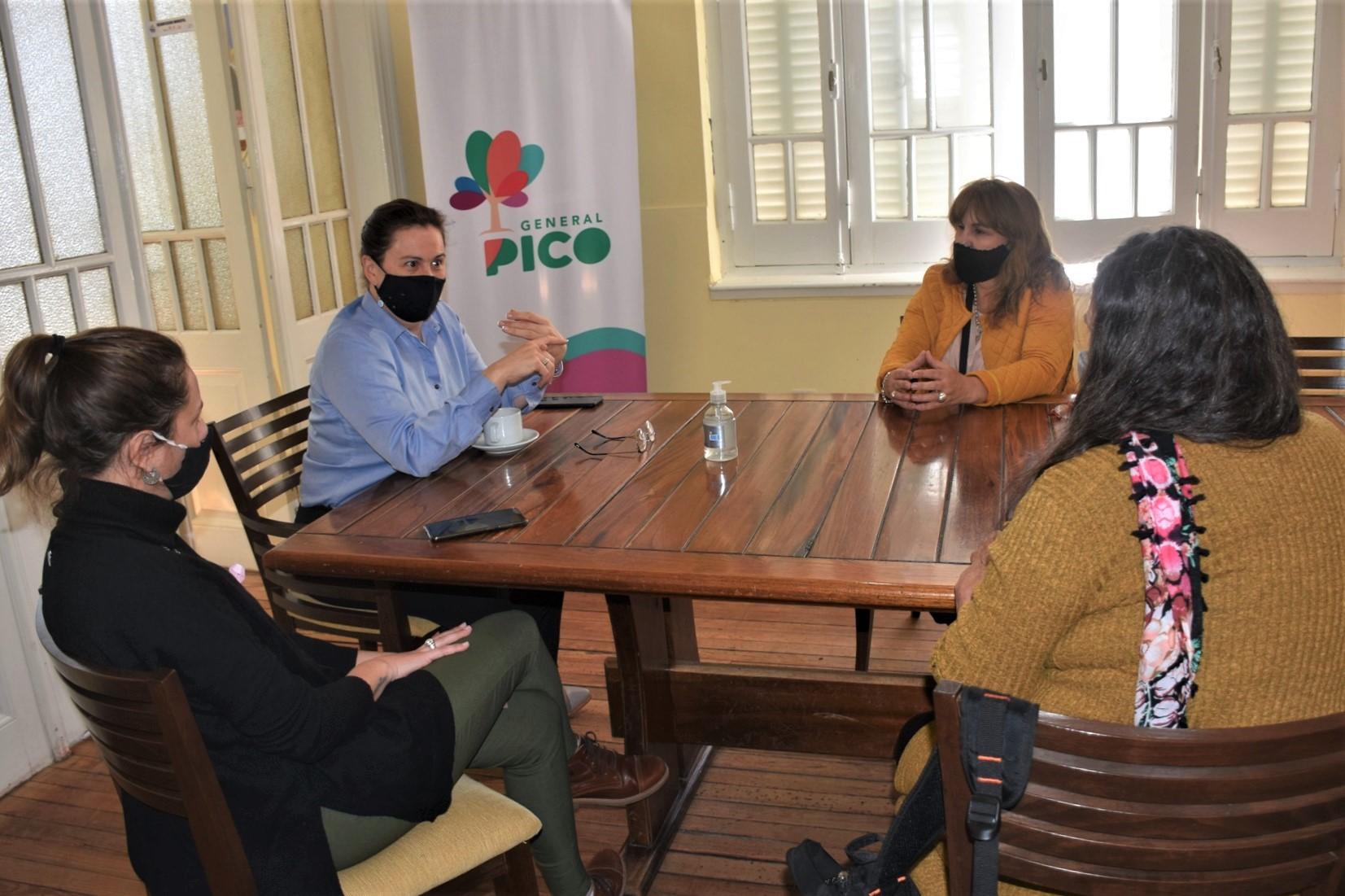 Grupo de padres y personas sordas e hipoacúsicas se reunieron con Alonso por el «cupo laboral para personas con discapacidad»