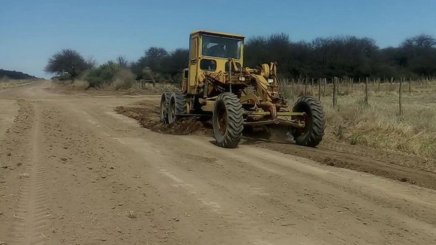 """Continúan los trabajos en la red terciaria de Pichi Huinca: """"Ya hemos mejorado considerablemente los caminos"""""""