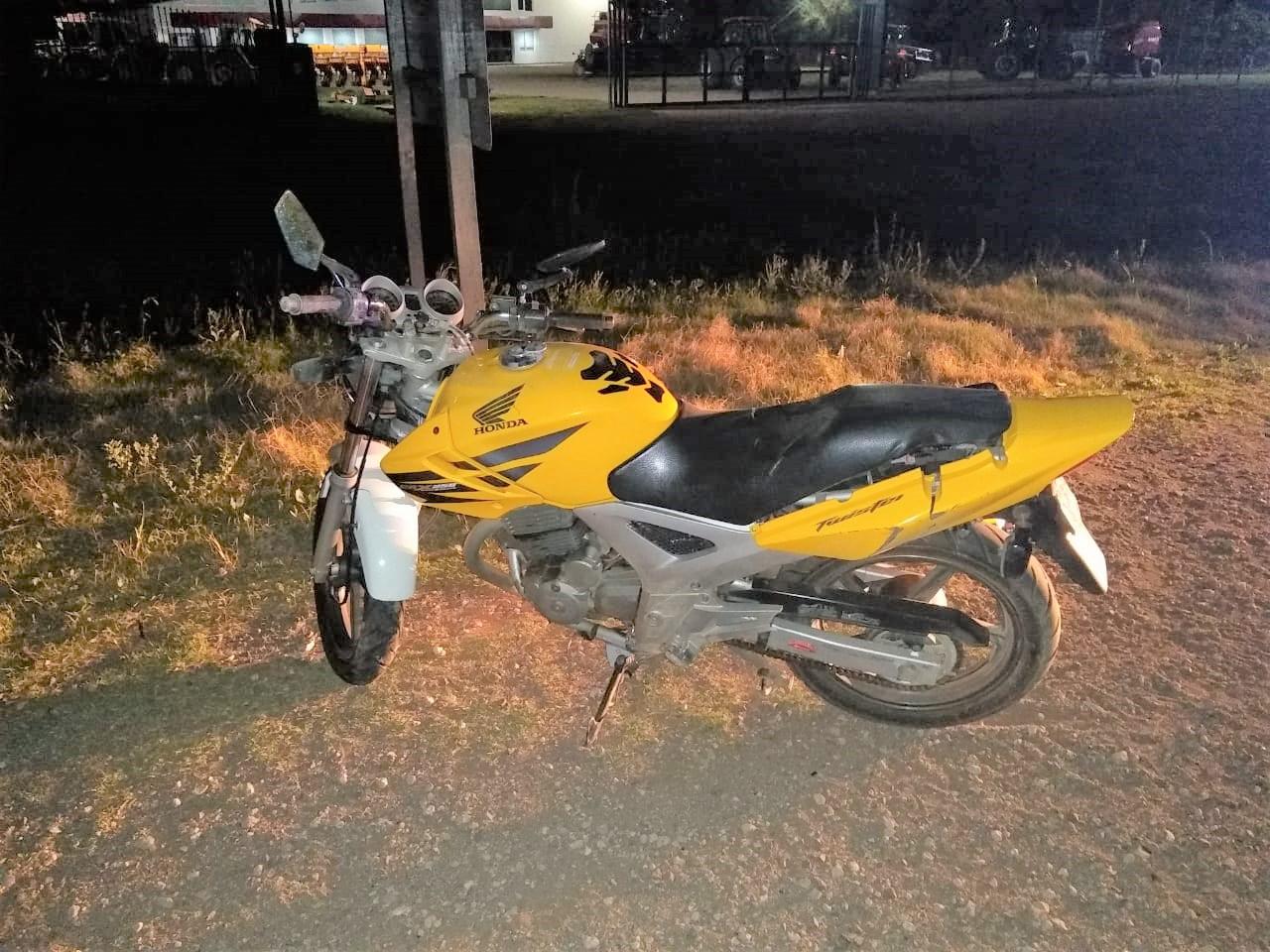 Accidente en la madrugada: Perdió el control de la moto y terminó cayendo en Ruta 1 a metros de la curva de SMATA