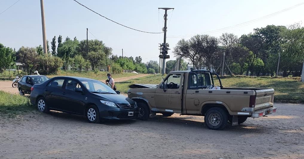 Accidente entre camioneta y auto en calle 500 y 24: Un hombre fue hospitalizado