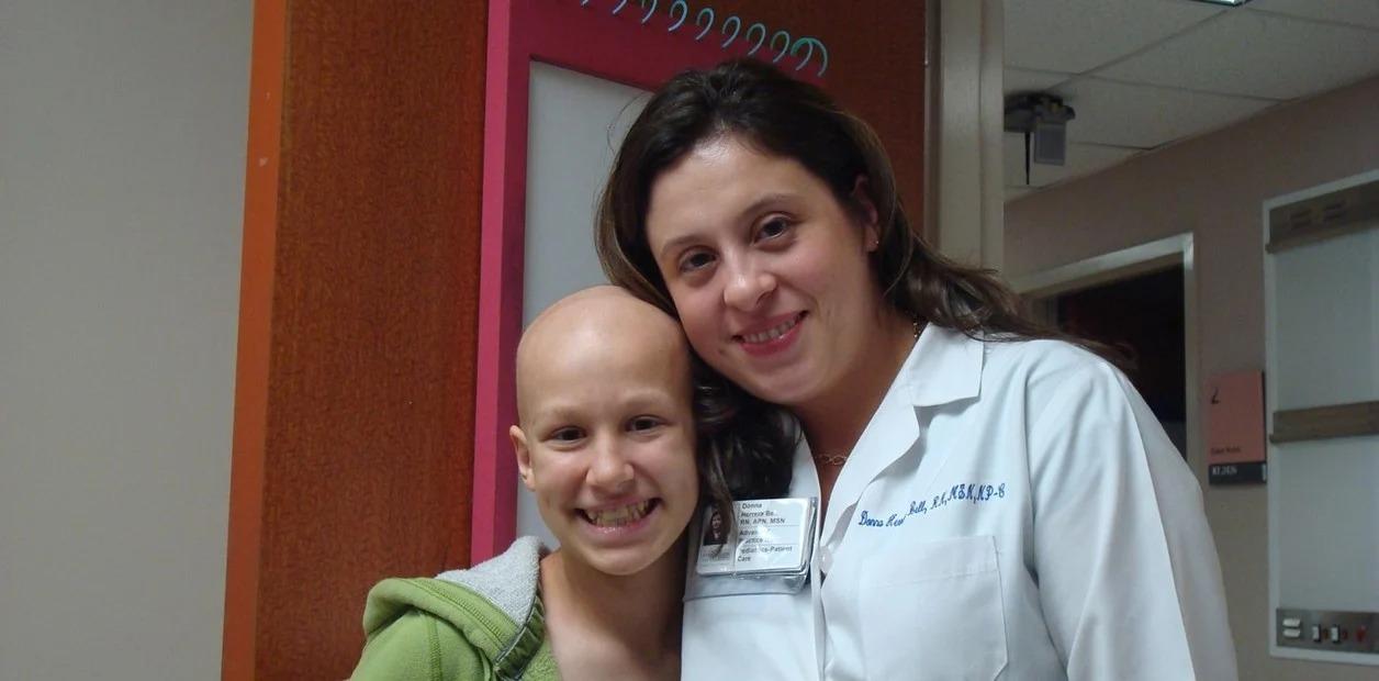 Recibir y dar: superó un linfoma infantil y volvió al hospital como enfermera para acompañar a niños con cáncer