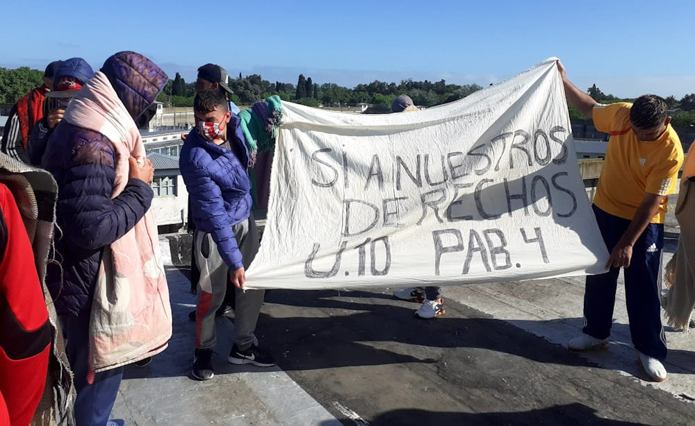 Internos de penales bonaerenses protagonizan motines por la suspensión de visitas: Producto del enfrentamiento entre presos y la Policía hay heridos