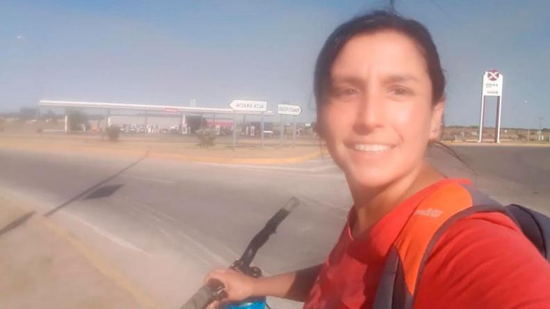 """Enfermera pedalea 40 kilómetros por día desde ciudad de Córdoba hasta Alta Gracia: """"Mis hijas me motivan a pelearla"""""""