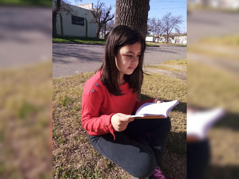 Pampeana de 11 años fue reconocida como una de las niñas que más leen en todo el país