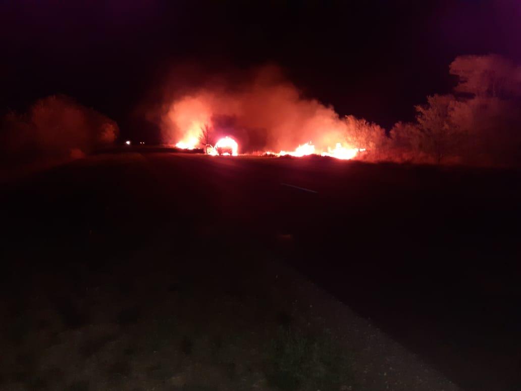 Una camioneta de General Pico se incendió anoche entre Eduardo Castex y Conhelo