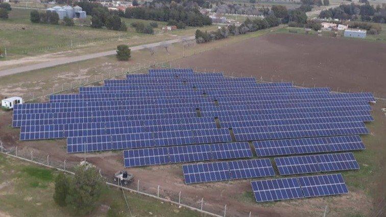 Con la implementación de un parque solar, una localidad cercana a La Pampa se abastece de energía 100% limpia