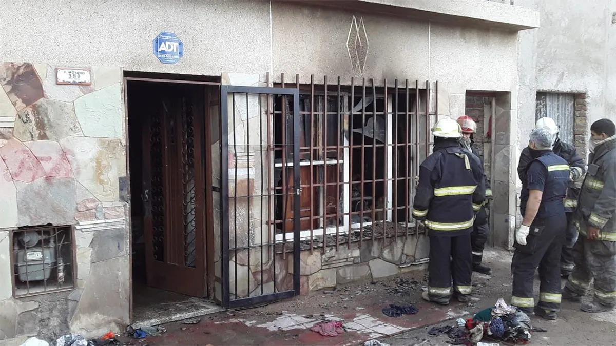 Mueren una mujer y sus nietas de 10 y 16 años al incendiarse una vivienda en Mendoza