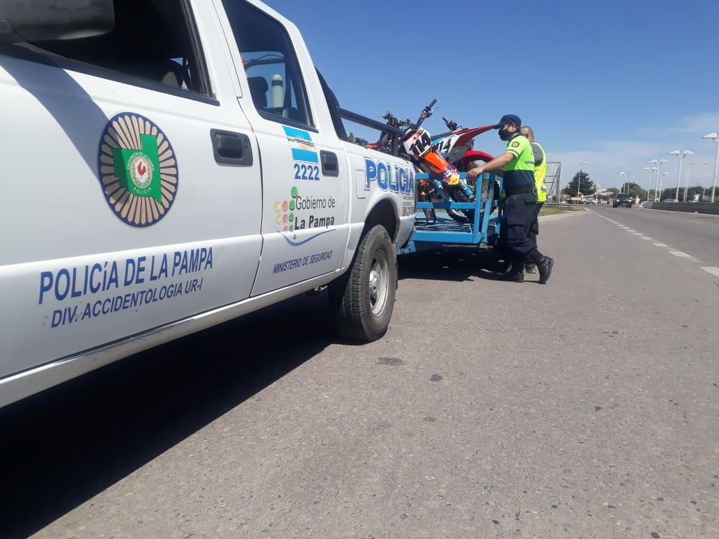 """Allanamientos por """"picadas"""" en Santa Rosa: Pasó un semáforo en rojo, provocó un grave accidente y hoy la Policía pudo esclarecer a los autores del hecho"""