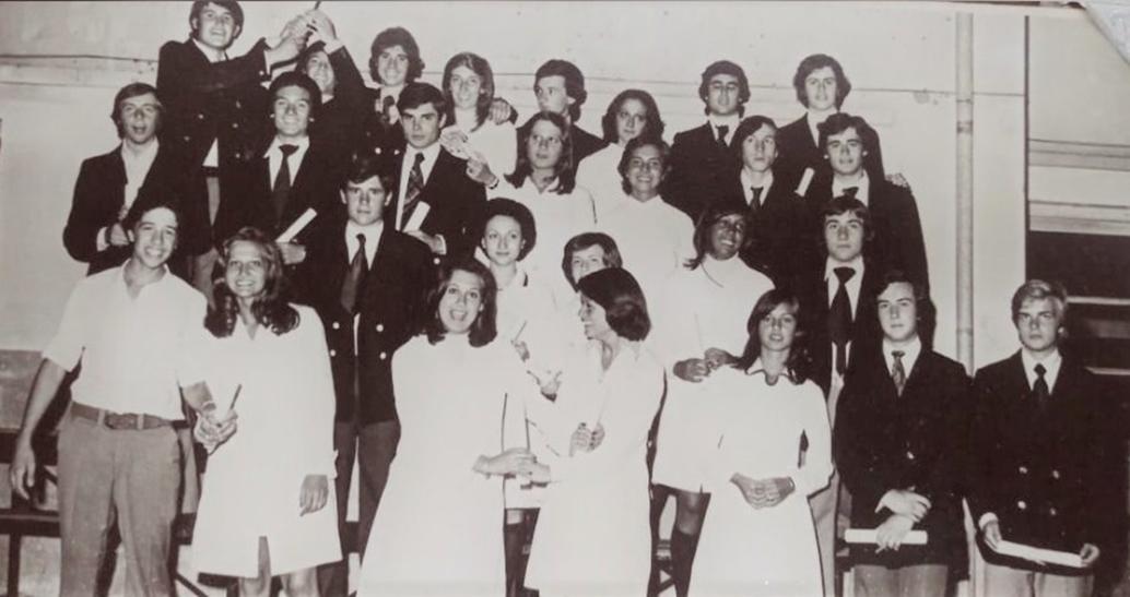 La promoción '75 del Colegio República de El Salvador celebra sus 45 años de egresados