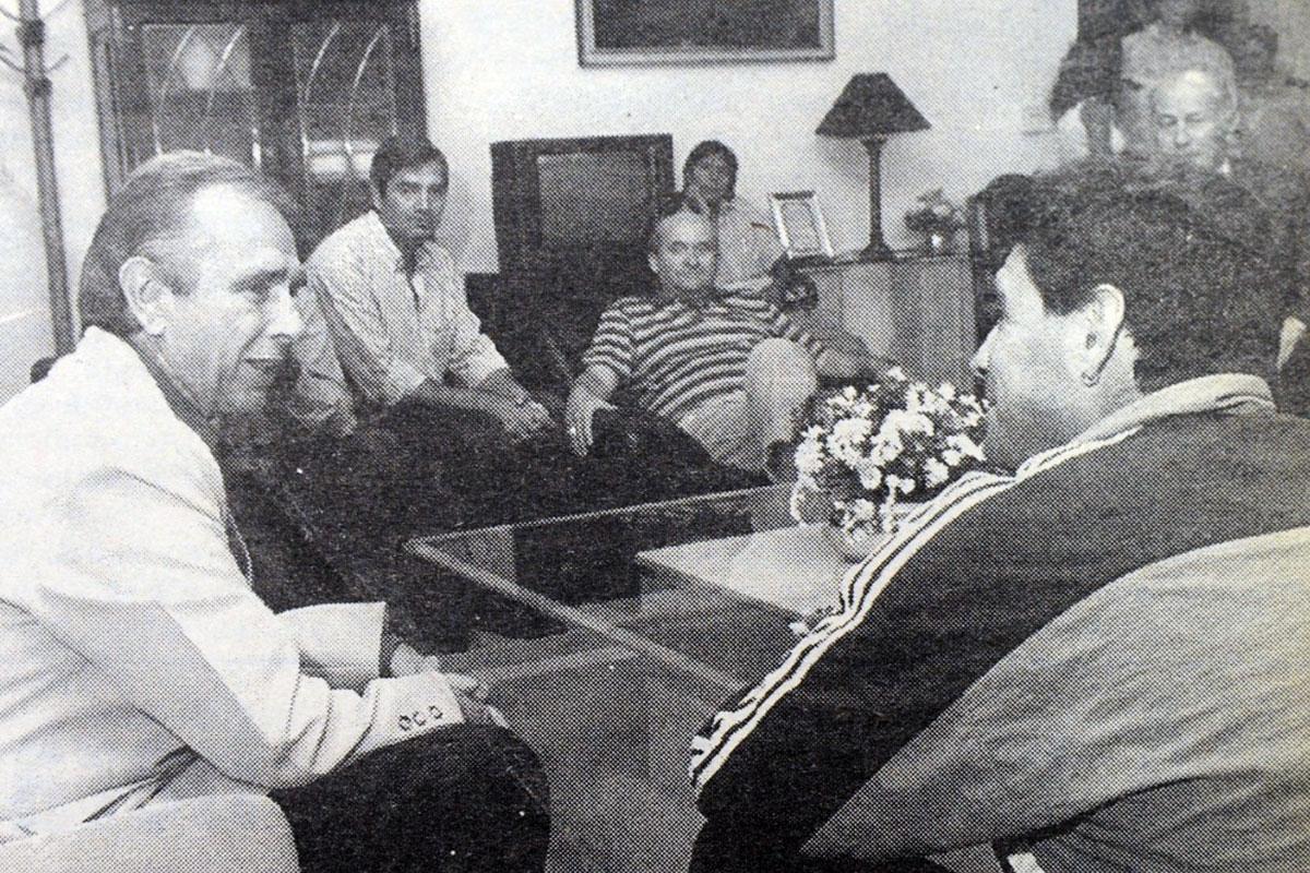 """Marín y Maradona en Casa de Gobierno: """"Una visita muy grata y donde habló muy bien del pampeano"""""""