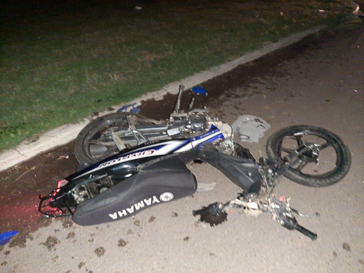 Motociclista grave tras un fuerte choque ocurrido anoche en Avenida Circunvalación y la 452