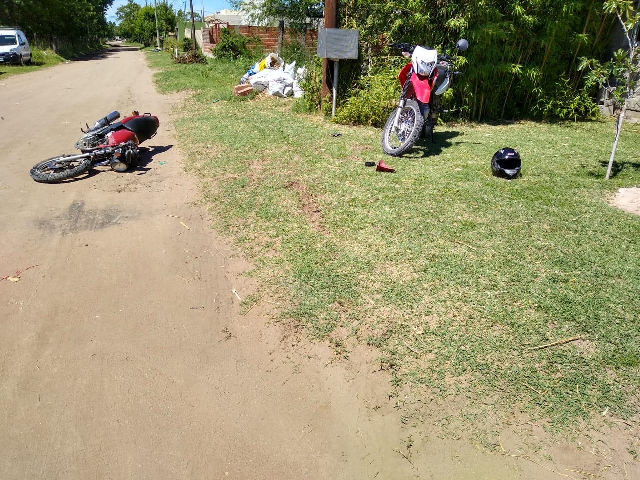 Fuerte choque entre motos en General Pico: Ambos conductores fueron hospitalizados