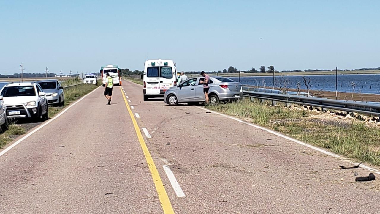 Despiste y choque en Ruta 102 entre Monte Nievas y Eduardo Castex: Una mujer fue hospitalizada