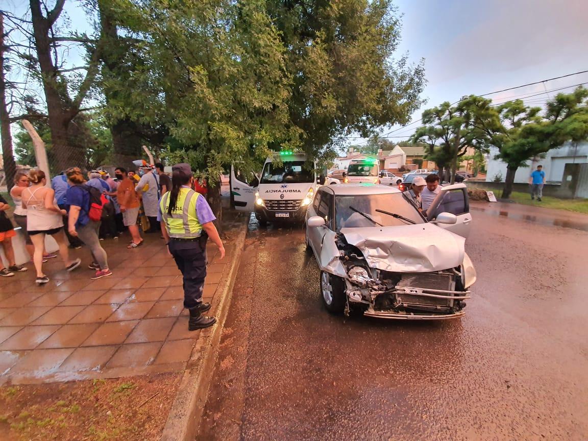 Fuerte choque frontal frente al Centeno: Cuatro menores de edad fueron hospitalizados
