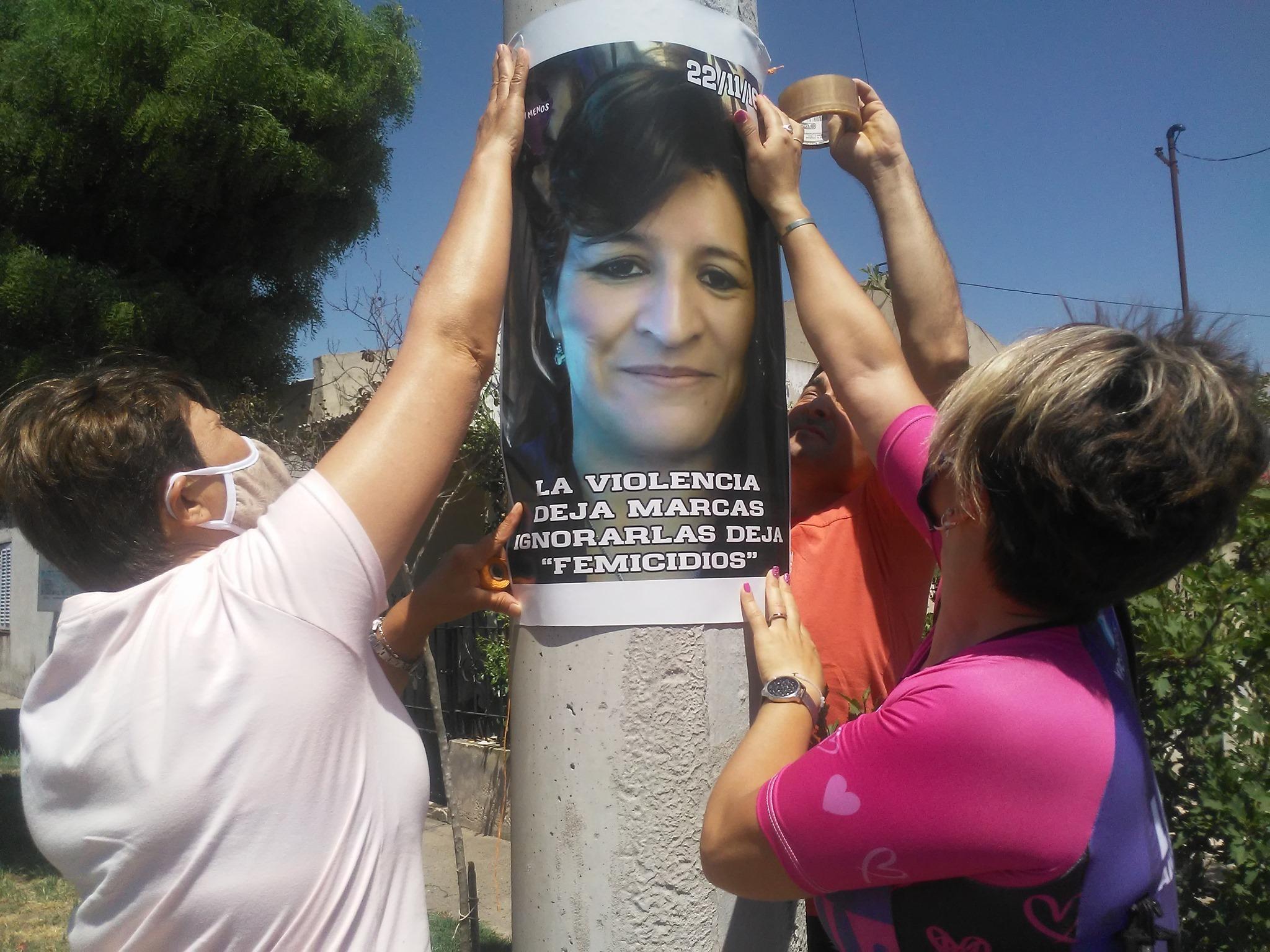 Sentido homenaje: La hermana de Sonia Alvarado llegó en bicicleta a Trenel junto a dos amigas desde Pichi Huinca