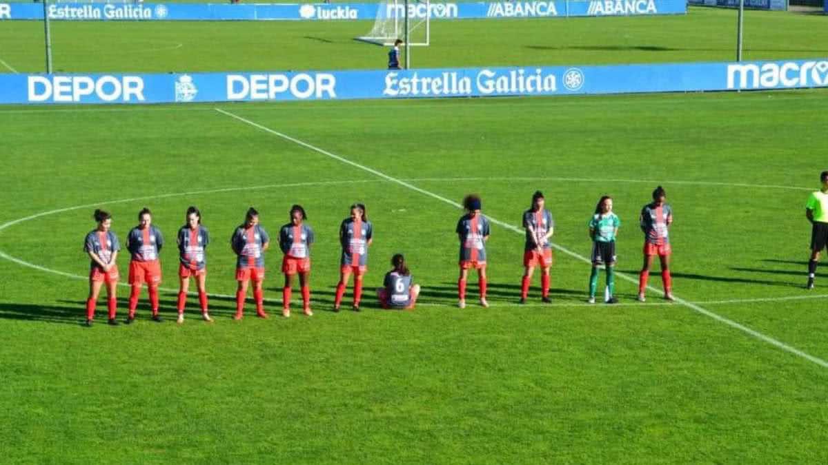 Una futbolista se negó a homenajear a Maradona y se puso de espaldas: Su equipo terminó perdiendo 10 a 0