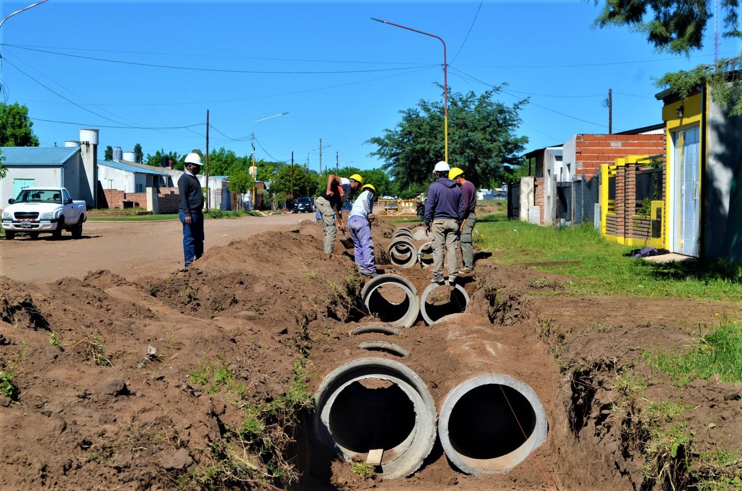 General Pico: Continúan los trabajos de construcción de canales de desagües pluviales
