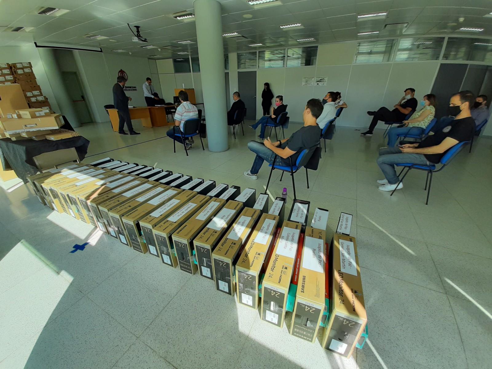 El STJ distribuyó 58 computadoras en la provincia