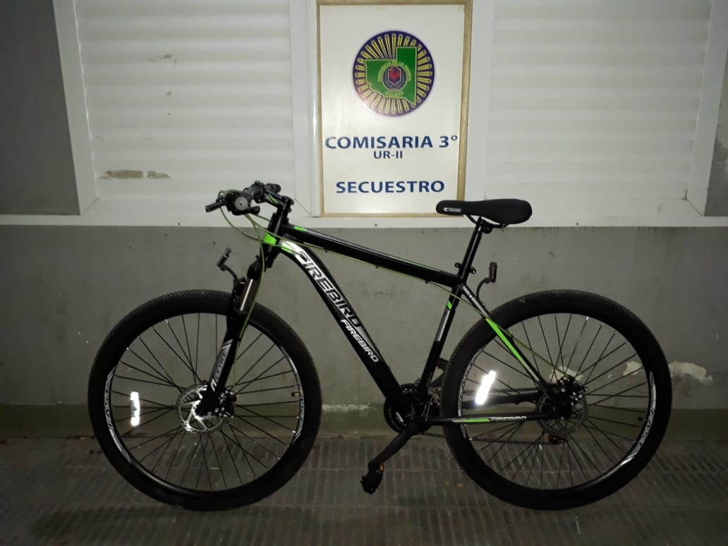 Personal de Comisaría Tercera recuperó una bicicleta nueva que le habían sustraído a un repartidor: Hay un detenido