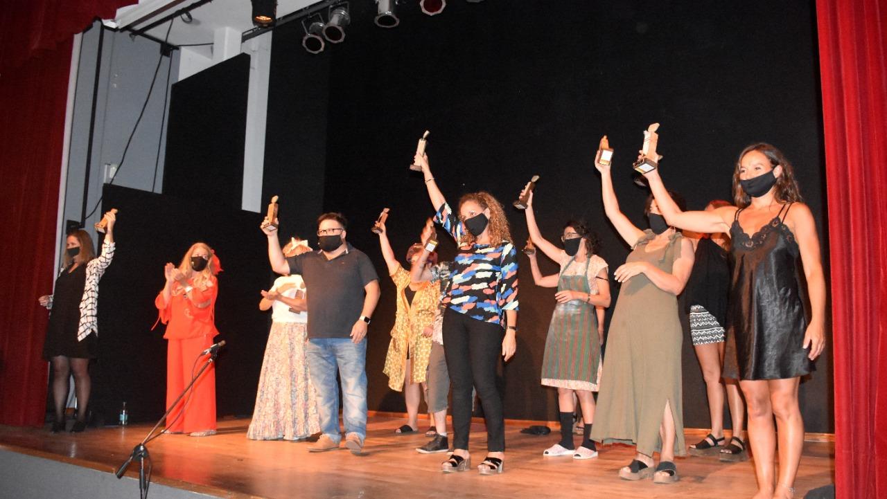 Emotivo festejo del grupo Comodín y vuelta a las salas de teatro