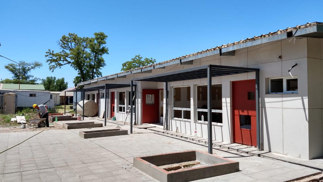 """Jardín de infantes de la Escuela Nº 66  y el inicio del ciclo lectivo 2021: """"la obra tendría que estar concluida debido al gran avance que presenta"""", dijo Rojo"""
