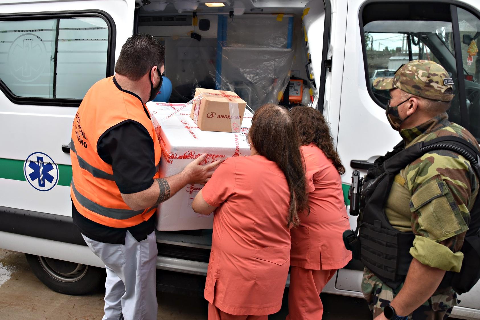 """Vacunación en La Pampa: """"De 2.300 dosis hay más de 1.850 colocadas, pudimos vacunar más de mil personas por día de los sectores más expuestos"""" indicó Vera"""