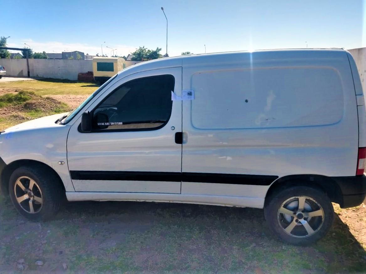 Secuestran en General Pico un vehículo que había sido denunciado como robado en la provincia de Buenos Aires