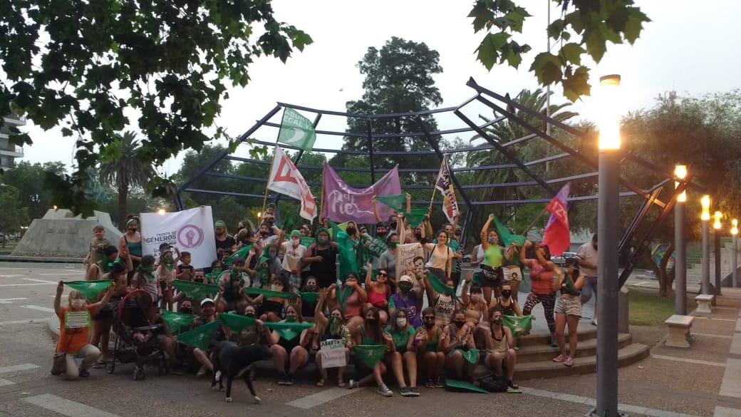 Alrededor de un centenar de mujeres pidieron por el aborto legal en la Plaza San Martín de General Pico: ¡A esta marea verde no la para ni la tormenta!