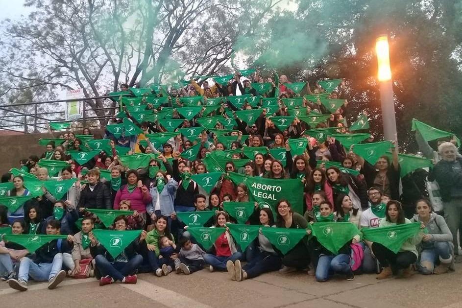 """Esta tarde habrá """"caravana verde"""" hasta la Plaza San Martín para pedir por el aborto legal"""