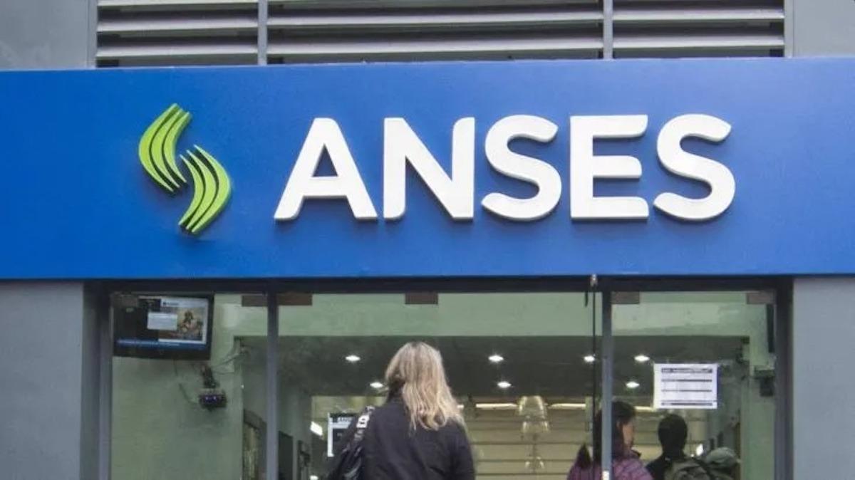 ANSES adelantó la fecha de pagos a jubilados y AUH, que cobrarán este mes hasta $23.000