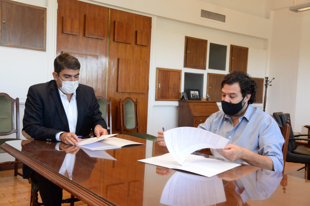 """Programa """"COOPERAR"""": Ministerio de Gobierno y Facultad de Económicas y Jurídicas firmaron convenio"""