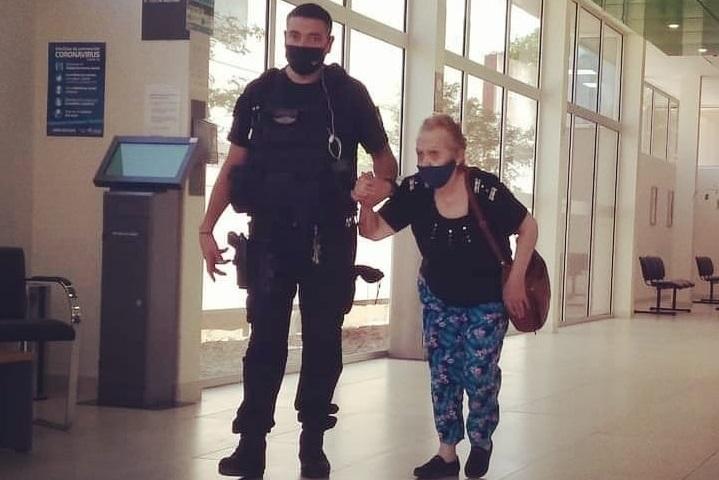 """Una imagen vale más que mil palabras: """"En el silencio del anonimato, cientos de hombres y mujeres de la Policía sirven, ayudan y protegen a cada pampeano"""""""