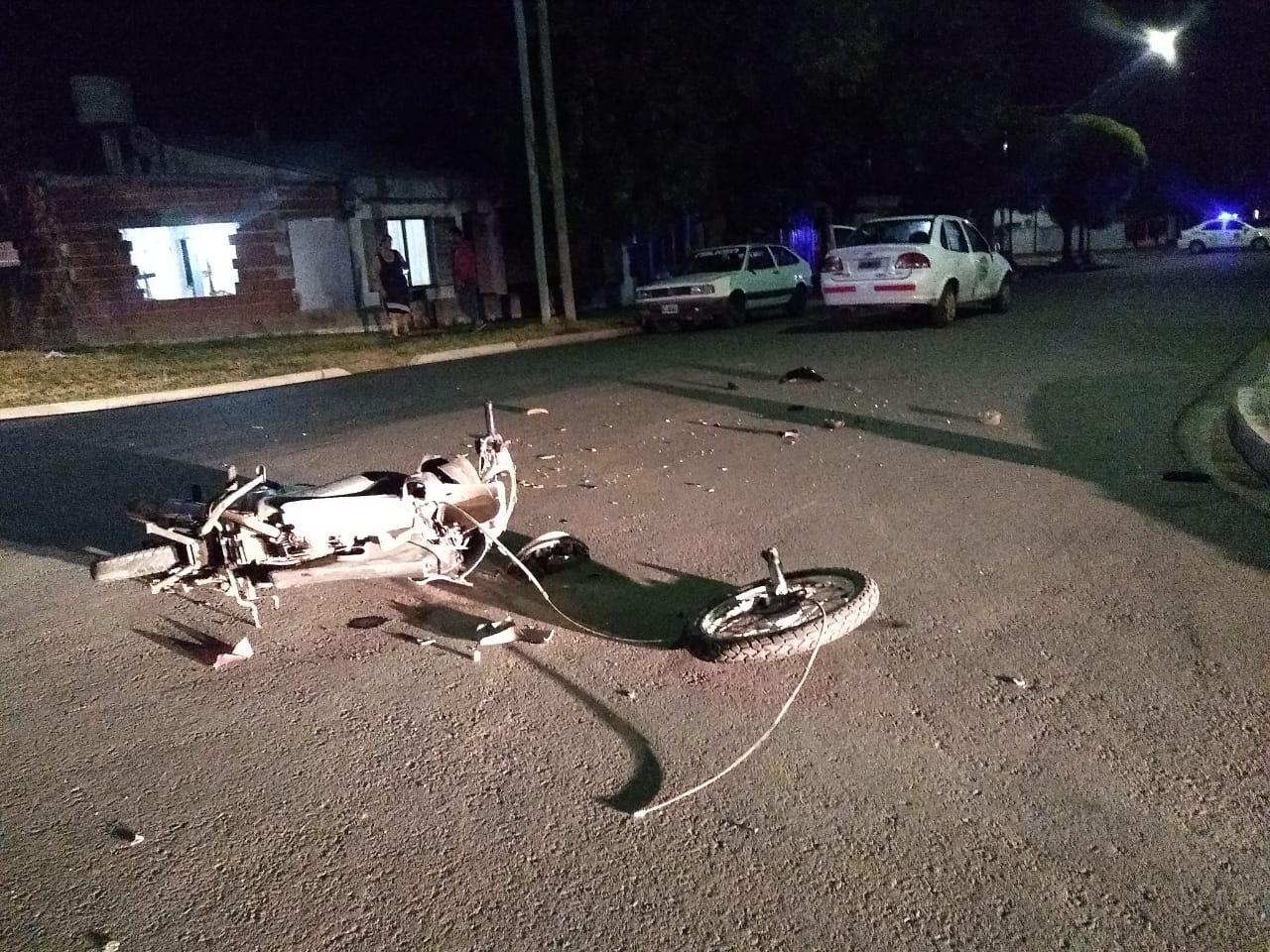 Conductor de una moto fue trasladado al hospital tras colisionar con auto