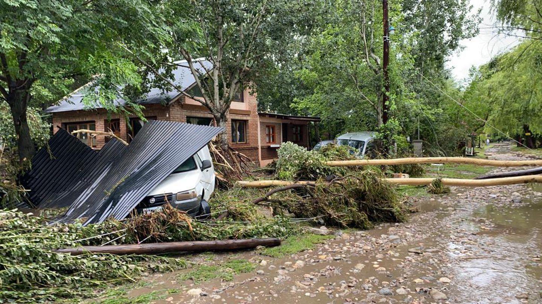 Impresionante temporal en Córdoba: Autos arrastrados, casas destrozadas y 140 milímetros de agua en pocos minutos