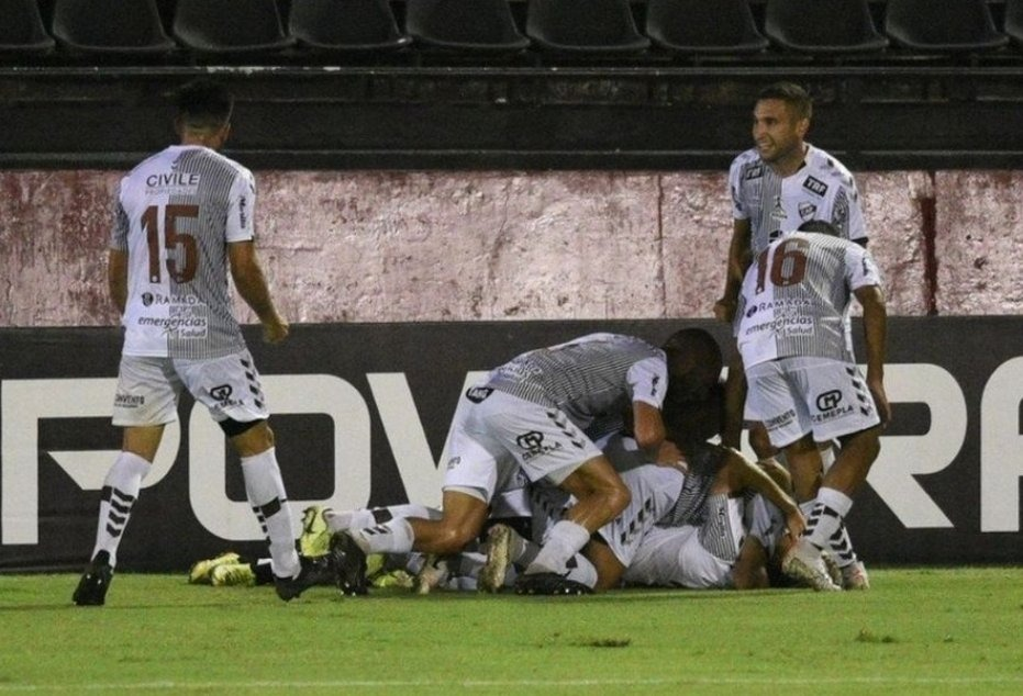 Estudiantes (Río Cuarto) y Platense, por un lugar en Primera