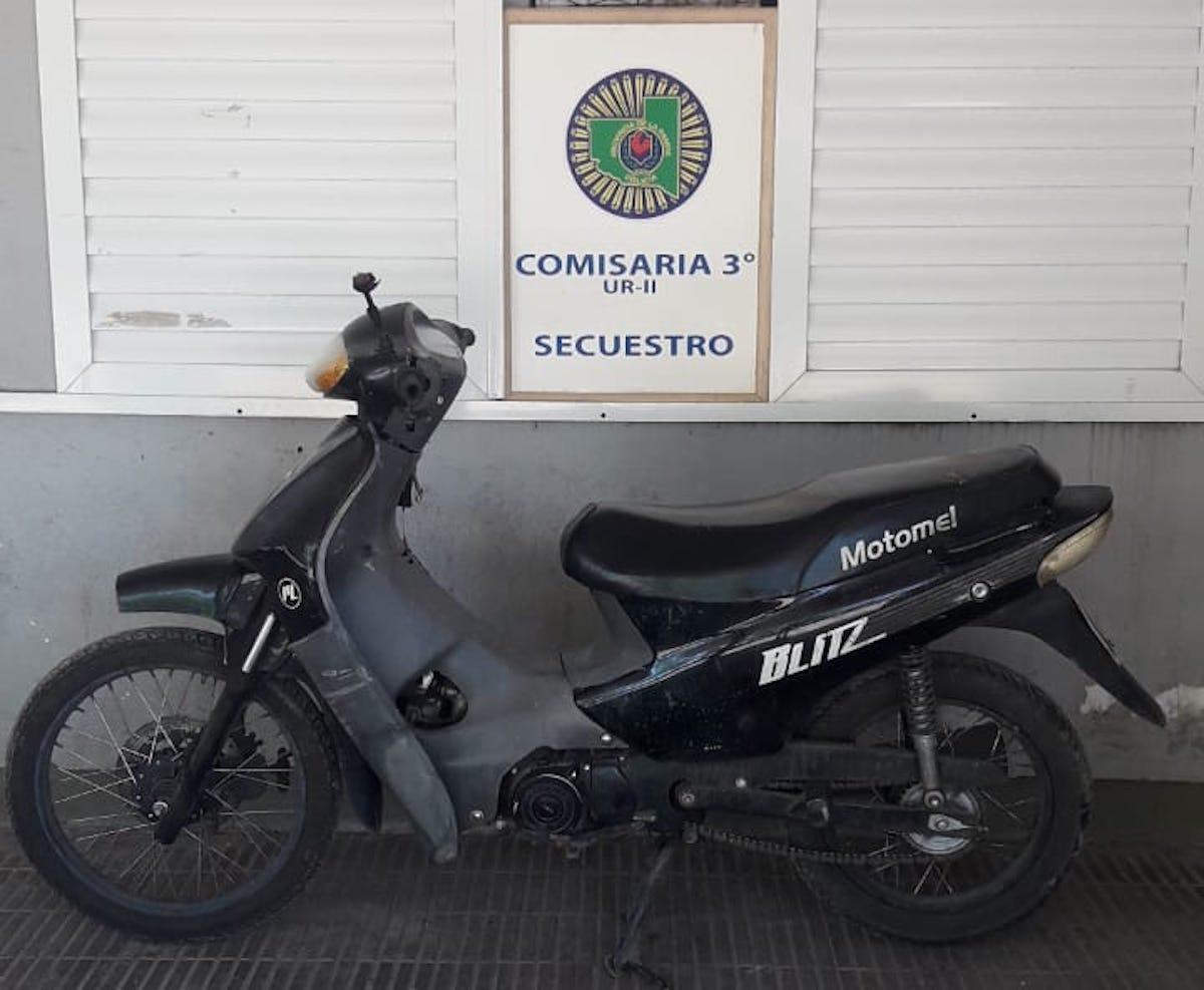 La policía encontró abandonada una moto robada en la madrugada