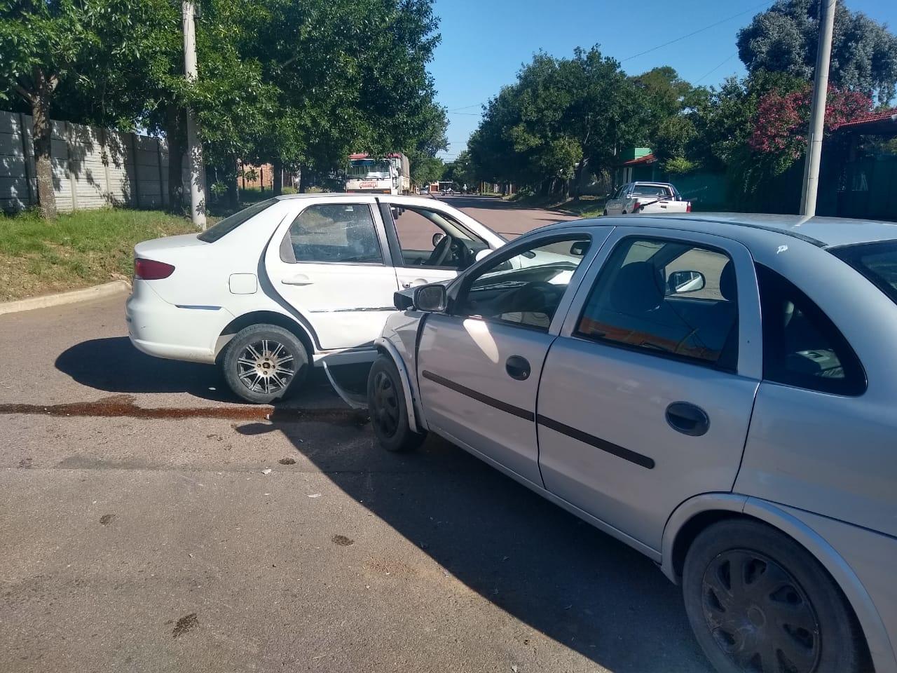 Choque entre autos en calle 103 y 110: Una mujer fue hospitalizada