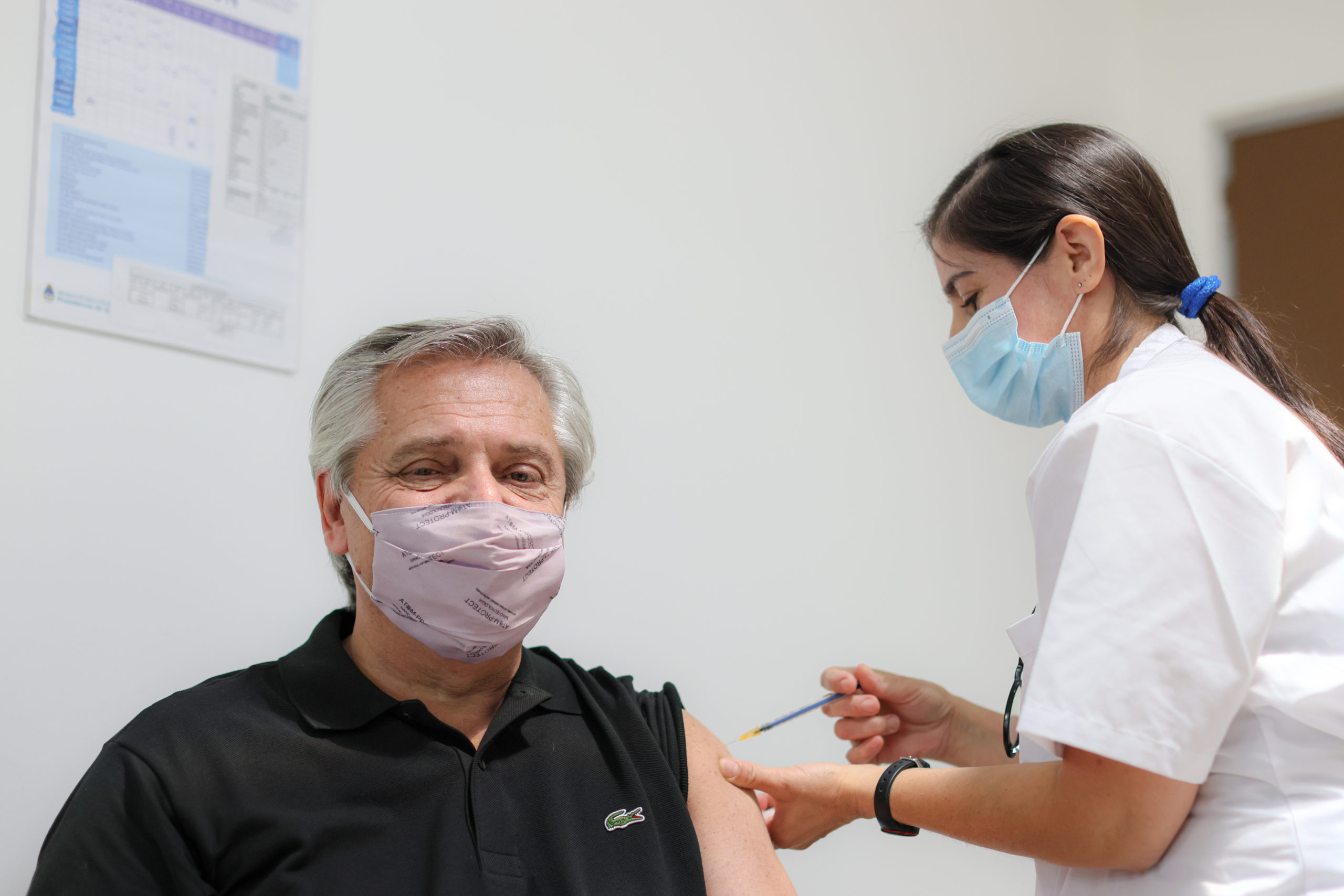 El presidente Alberto Fernández recibió la primera dosis de la vacuna Sputnik V