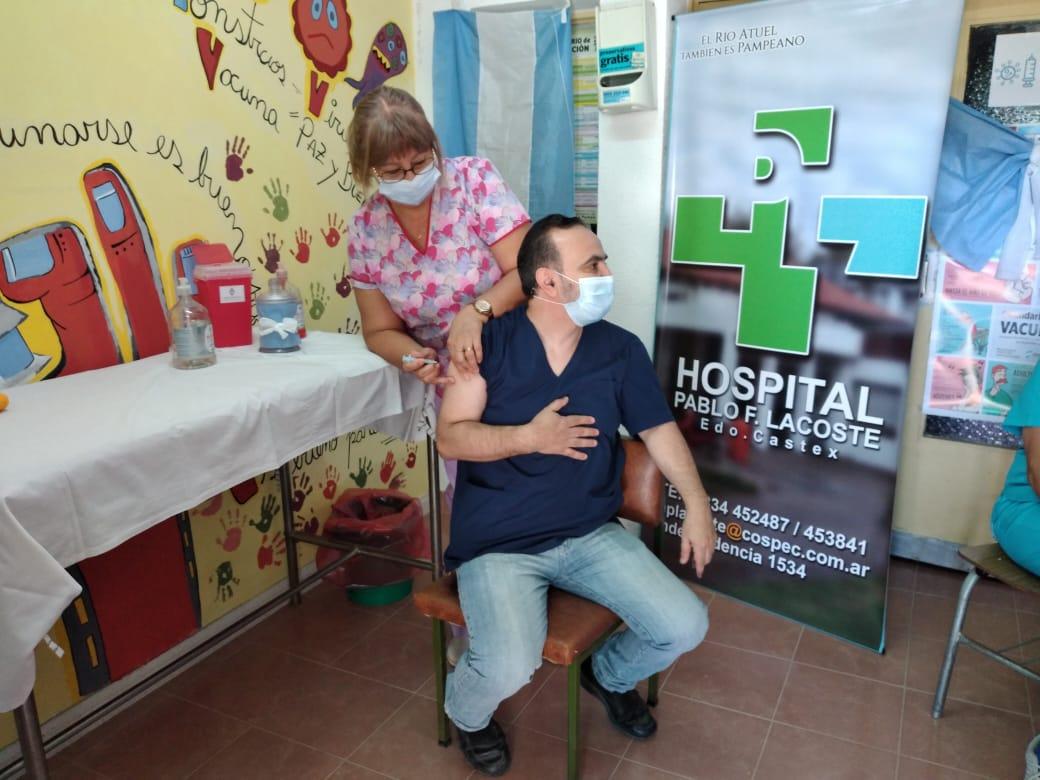 Distribuyen vacunas contra el COVID-19 en los hospitales del interior de La Pampa: Ya hay más de 24.000 inscriptos
