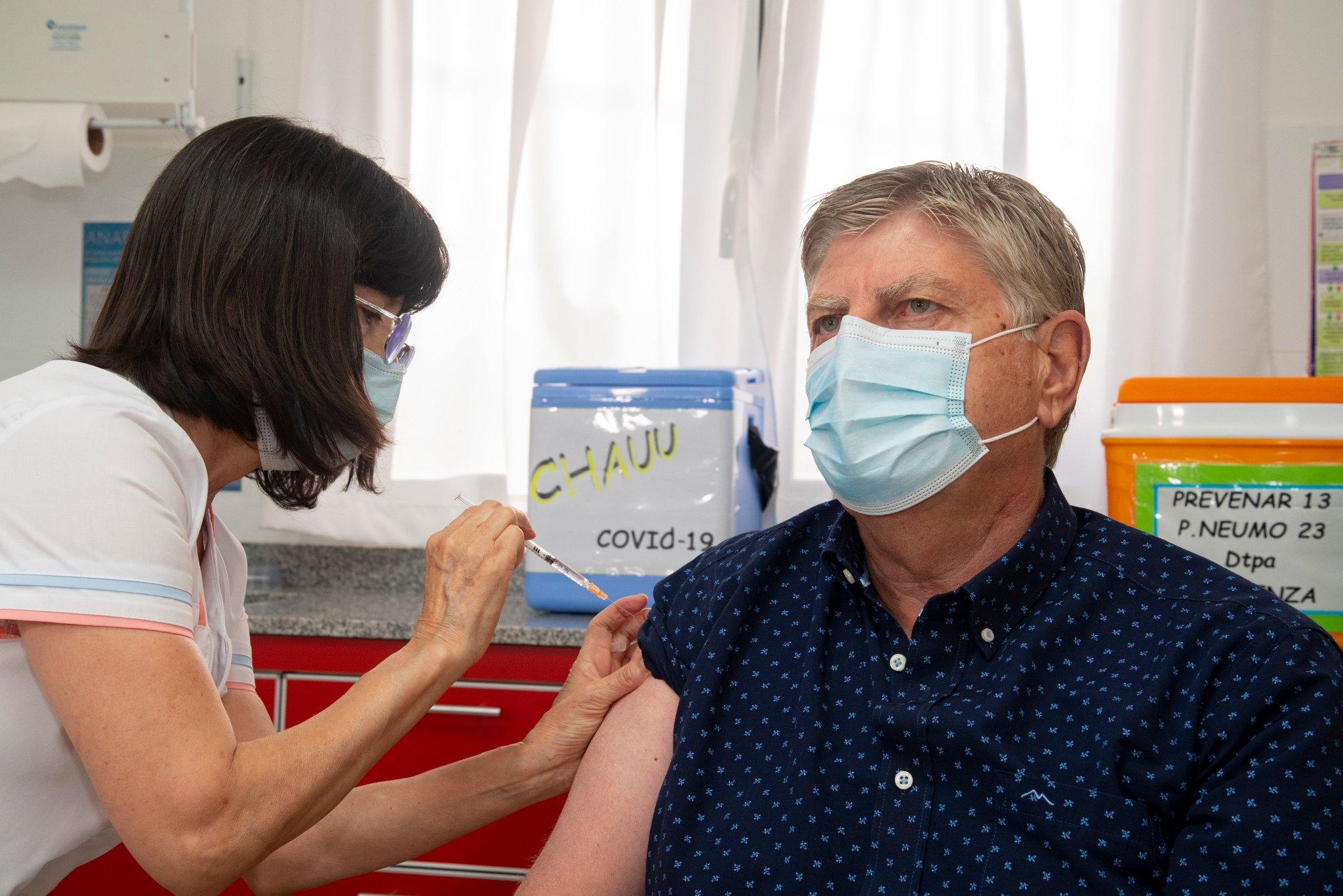 """El gobernador Sergio Ziliotto destacó la producción nacional de la vacuna Sputnik V: """"Gran avance para seguir cuidando la vida"""""""