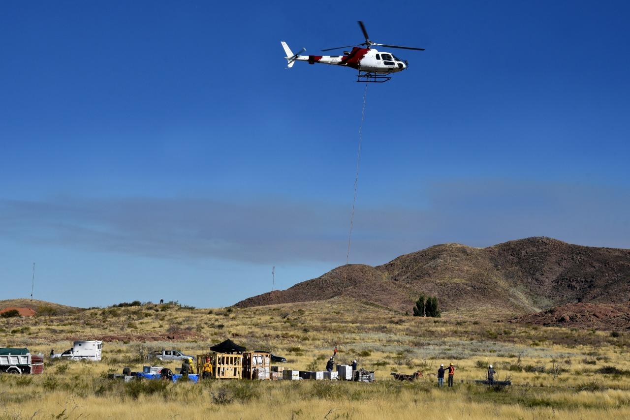 En una operación inédita en La Pampa, se utilizó hasta un helicóptero para llevar internet de alta velocidad a Puelches