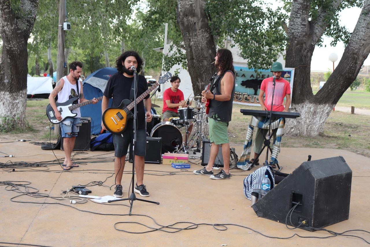 En el camping de La Adela disfrutaron el fin de semana a puro show y bandas en vivo