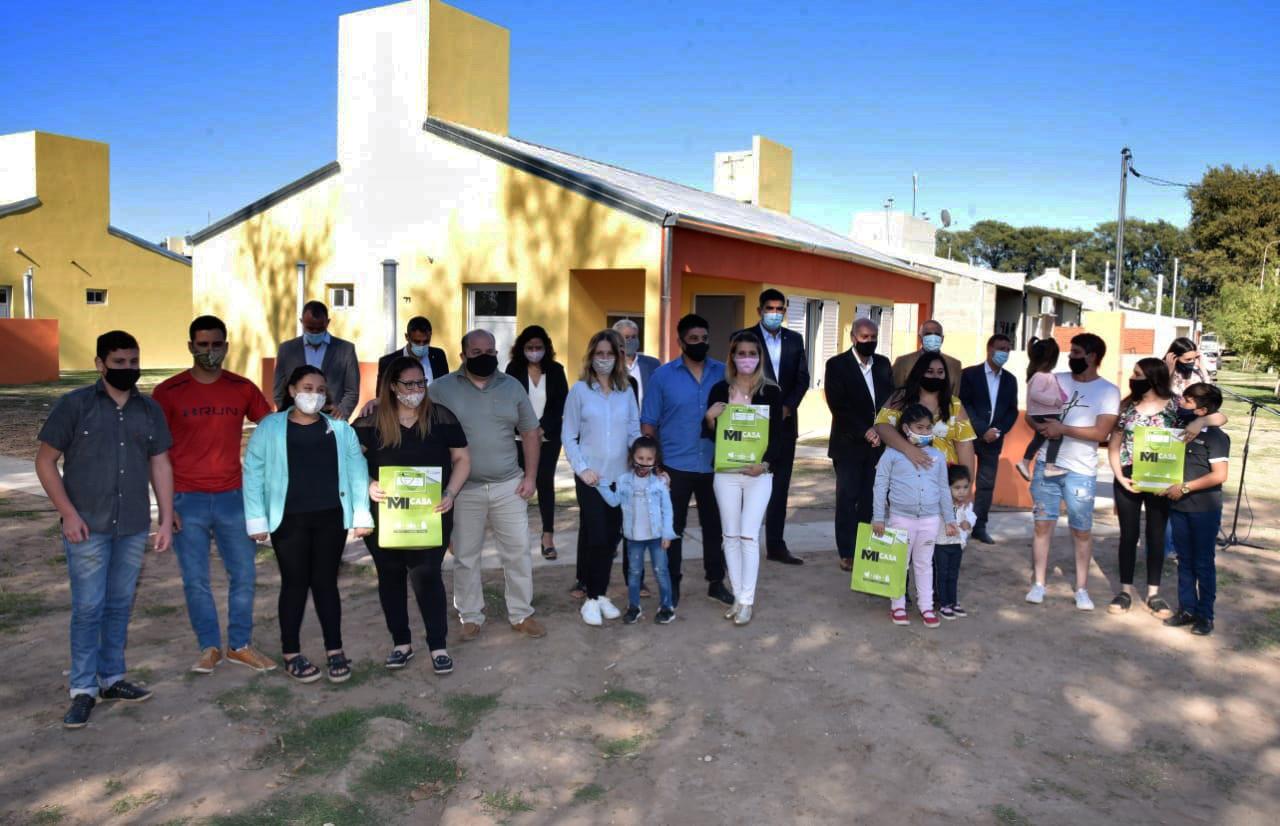 """Se entregaron cuatro viviendas del plan """"Mi Casa"""" en Parera"""
