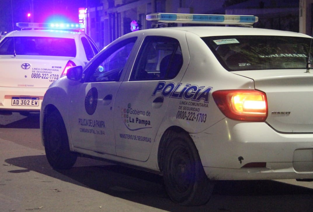General Pico: La policía clausuró tres fiestas clandestinas y notificó a 59 personas