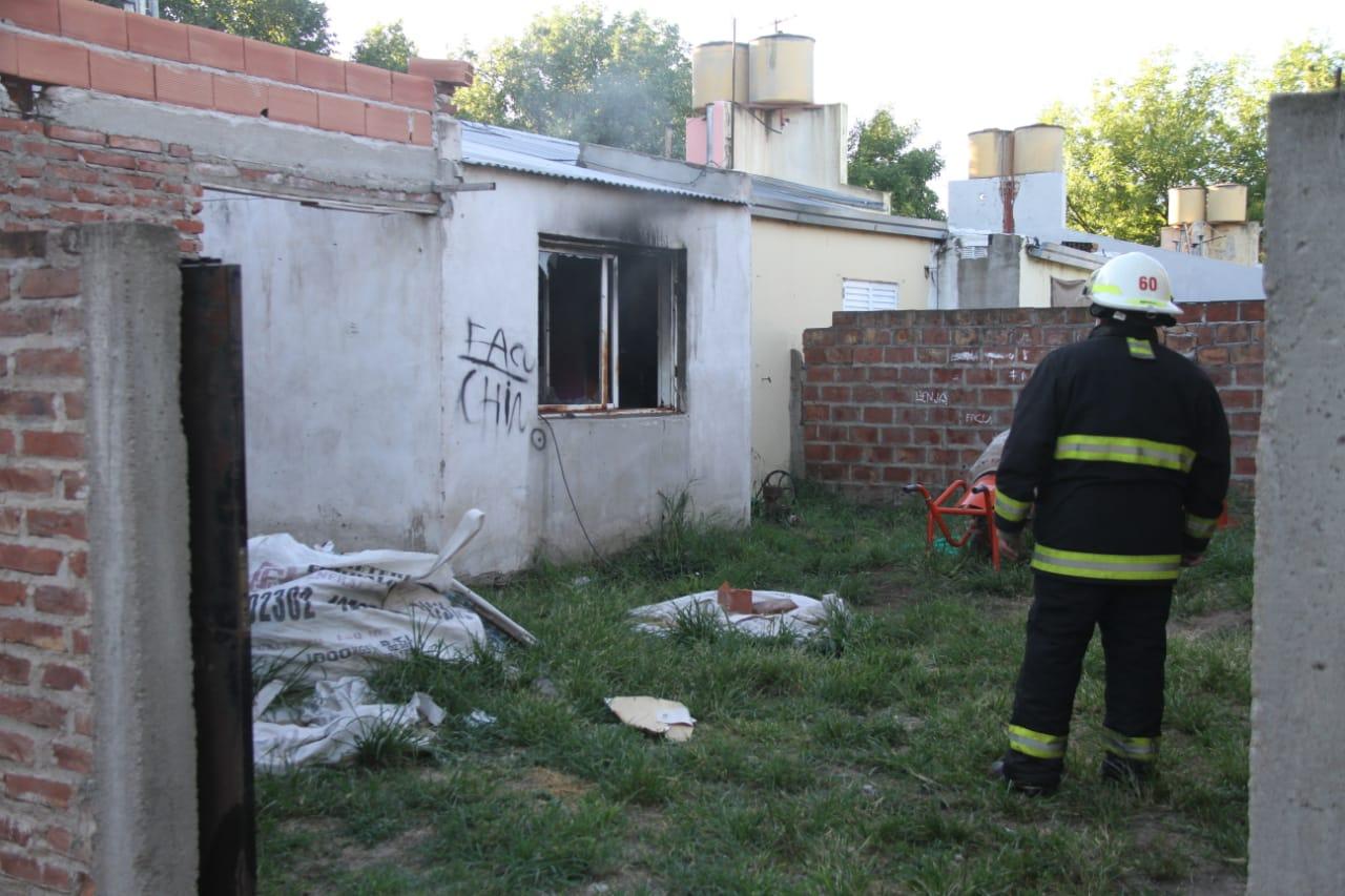 General Pico: la habitación de una vivienda se prendió fuego presuntamente por un cortocircuito