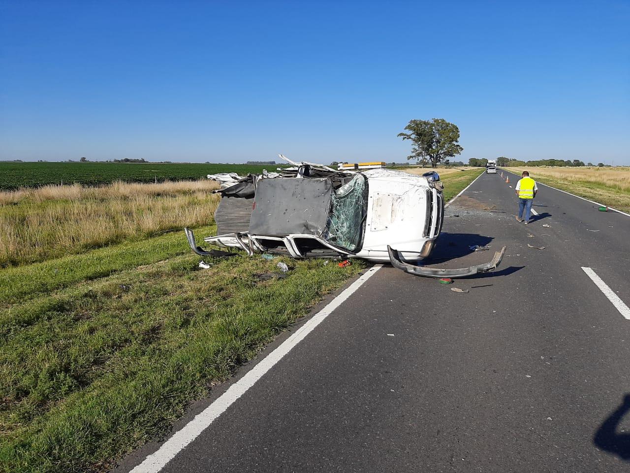 Una camioneta con tres ocupantes volcó en Ruta 5 entre Lonquimay y Catriló